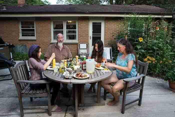 1507661263 395 esta fotografa muestra lo distinta que es la hora de cenar segun distintas familias de eeuu - Esta fotógrafa muestra lo distinta que es la hora de cenar según distintas familias de EEUU
