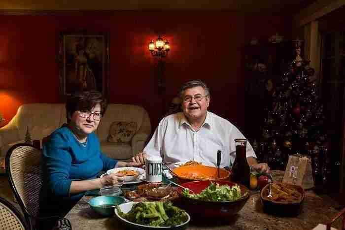 1507661263 420 esta fotografa muestra lo distinta que es la hora de cenar segun distintas familias de eeuu - Esta fotógrafa muestra lo distinta que es la hora de cenar según distintas familias de EEUU