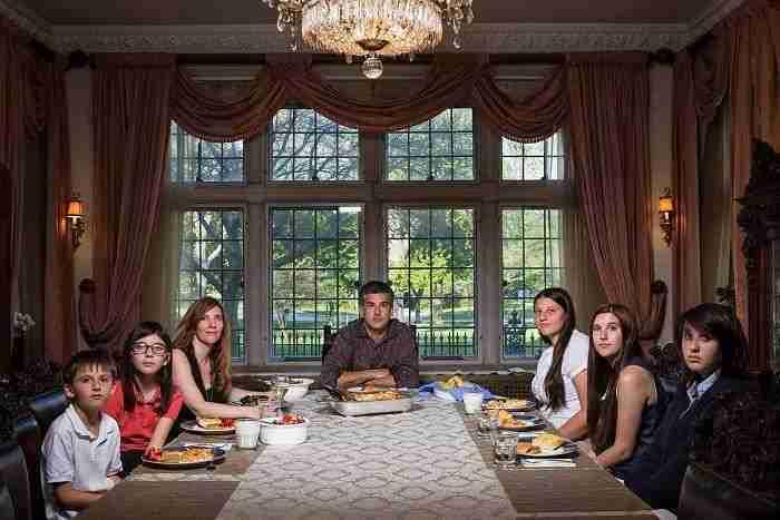 1507661263 426 esta fotografa muestra lo distinta que es la hora de cenar segun distintas familias de eeuu - Esta fotógrafa muestra lo distinta que es la hora de cenar según distintas familias de EEUU