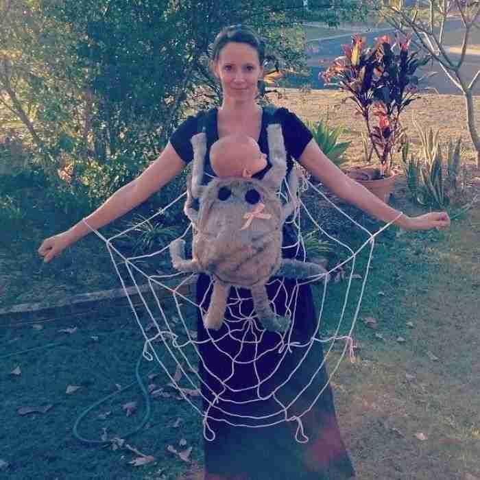 1508925714 712 10 geniales ideas para disfrazarse en halloween para padres con portabebes - 10+ Geniales ideas para disfrazarse en Halloween para padres con portabebés