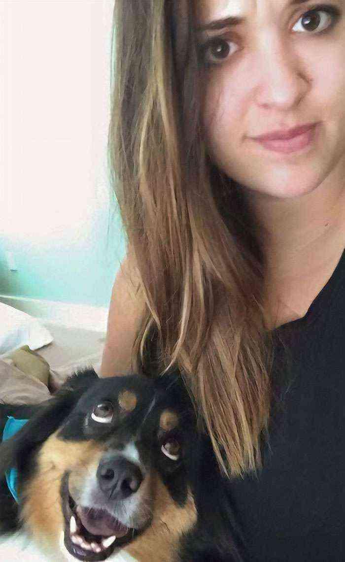 Volví ayer de vacaciones y mi perro no me deja sola