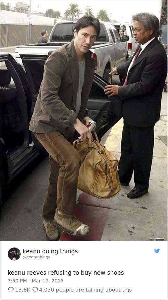 Keanu Reeves negándose a comprar zapatos nuevos