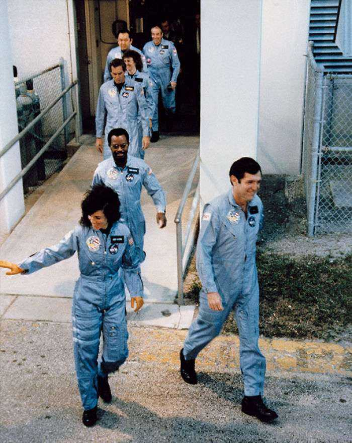 Los astronautas del Challenger subiendo a bordo. Explotó 73 segundos tras despegar y todos murieron