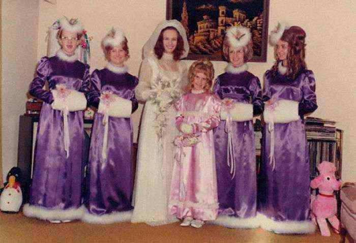1533547629 519 15 vestidos ridiculos de antiguas damas de honor que muestran lo mucho que cambian los tiempos - 15+ Vestidos ridículos de antiguas damas de honor que muestran lo mucho que cambian los tiempos