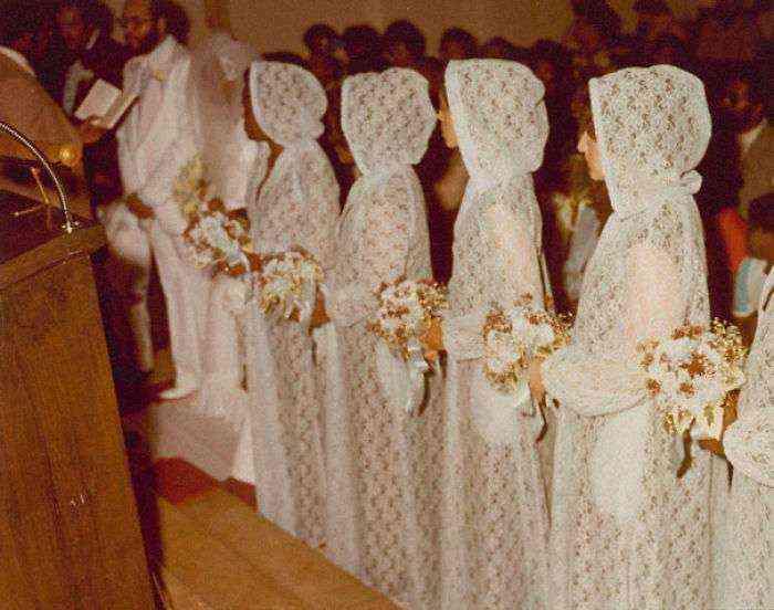 1533547629 646 15 vestidos ridiculos de antiguas damas de honor que muestran lo mucho que cambian los tiempos - 15+ Vestidos ridículos de antiguas damas de honor que muestran lo mucho que cambian los tiempos