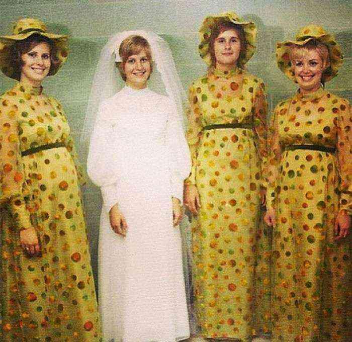 1533547629 723 15 vestidos ridiculos de antiguas damas de honor que muestran lo mucho que cambian los tiempos - 15+ Vestidos ridículos de antiguas damas de honor que muestran lo mucho que cambian los tiempos