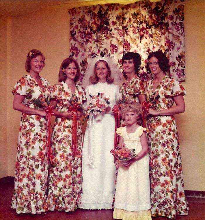 1533547629 964 15 vestidos ridiculos de antiguas damas de honor que muestran lo mucho que cambian los tiempos - 15+ Vestidos ridículos de antiguas damas de honor que muestran lo mucho que cambian los tiempos