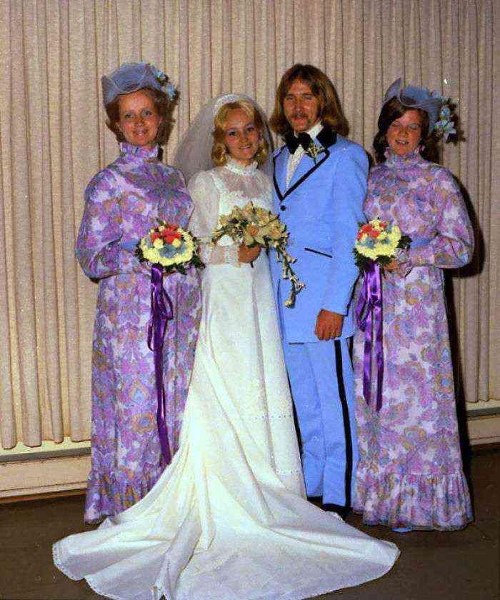 1533547630 168 15 vestidos ridiculos de antiguas damas de honor que muestran lo mucho que cambian los tiempos - 15+ Vestidos ridículos de antiguas damas de honor que muestran lo mucho que cambian los tiempos