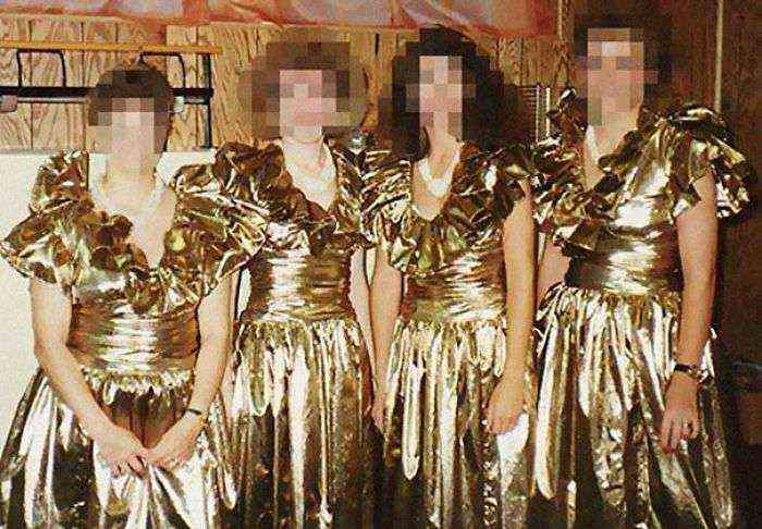1533547630 362 15 vestidos ridiculos de antiguas damas de honor que muestran lo mucho que cambian los tiempos - 15+ Vestidos ridículos de antiguas damas de honor que muestran lo mucho que cambian los tiempos