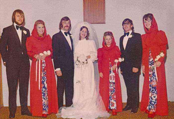 1533547630 423 15 vestidos ridiculos de antiguas damas de honor que muestran lo mucho que cambian los tiempos - 15+ Vestidos ridículos de antiguas damas de honor que muestran lo mucho que cambian los tiempos