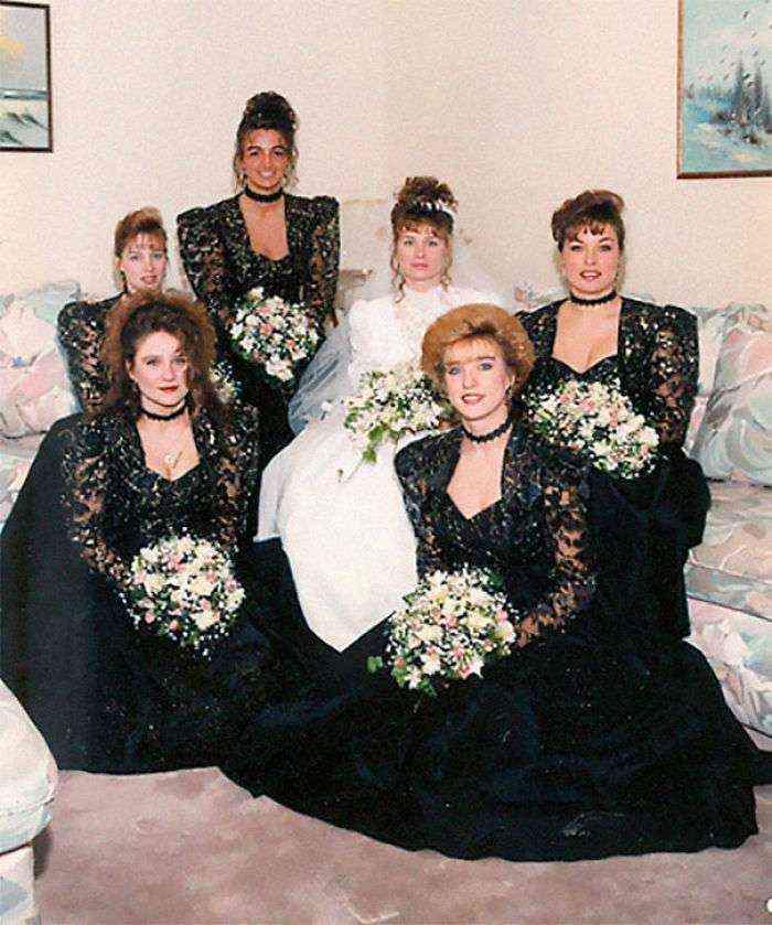 1533547630 653 15 vestidos ridiculos de antiguas damas de honor que muestran lo mucho que cambian los tiempos - 15+ Vestidos ridículos de antiguas damas de honor que muestran lo mucho que cambian los tiempos