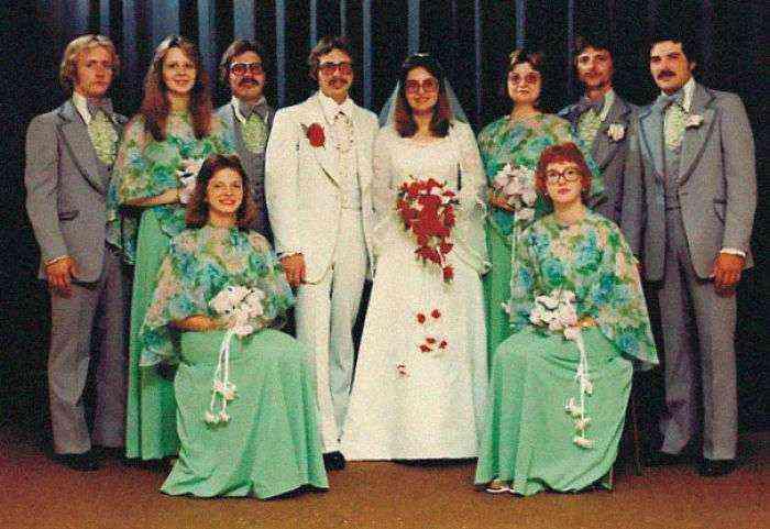 1533547631 649 15 vestidos ridiculos de antiguas damas de honor que muestran lo mucho que cambian los tiempos - 15+ Vestidos ridículos de antiguas damas de honor que muestran lo mucho que cambian los tiempos