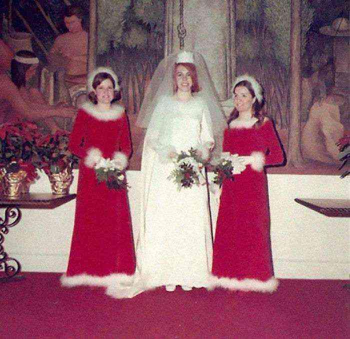 1533547631 867 15 vestidos ridiculos de antiguas damas de honor que muestran lo mucho que cambian los tiempos - 15+ Vestidos ridículos de antiguas damas de honor que muestran lo mucho que cambian los tiempos