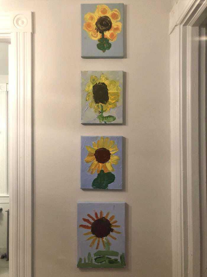 4 pinturas del mismo girasol, hechas por mis 4 hijos, cuando cada uno tenía 4 años