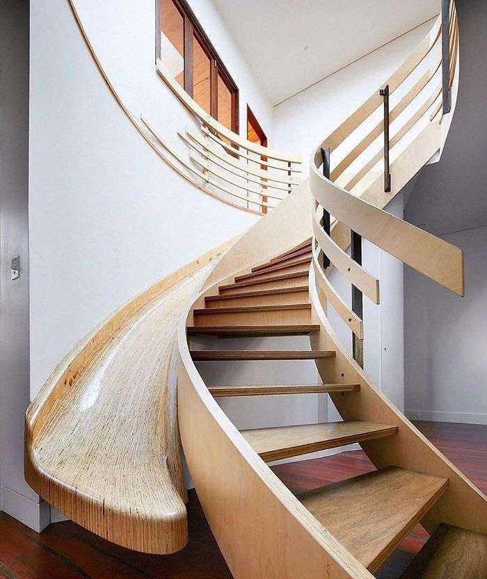 Casa moderna con tobogán de madera, Archology