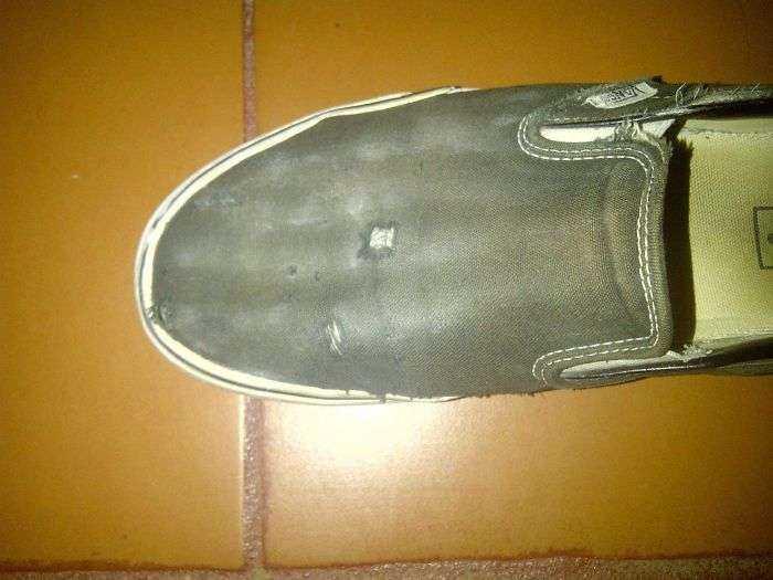 El mover mancuernas con el pie me ha desgastado el calzado hasta mostrar el esqueleto de mi pie