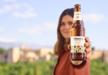 800 elvira sastre y juan ramon jimenez unidos en la campana de alhambra lager singular - Elvira Sastre y Juan Ramón Jiménez, unidos en la campaña de Alhambra Lager Singular